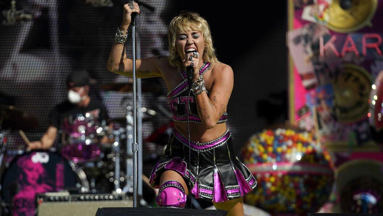 Miley Cyrus under hendes optræden forud for Super Bowl-finalen.