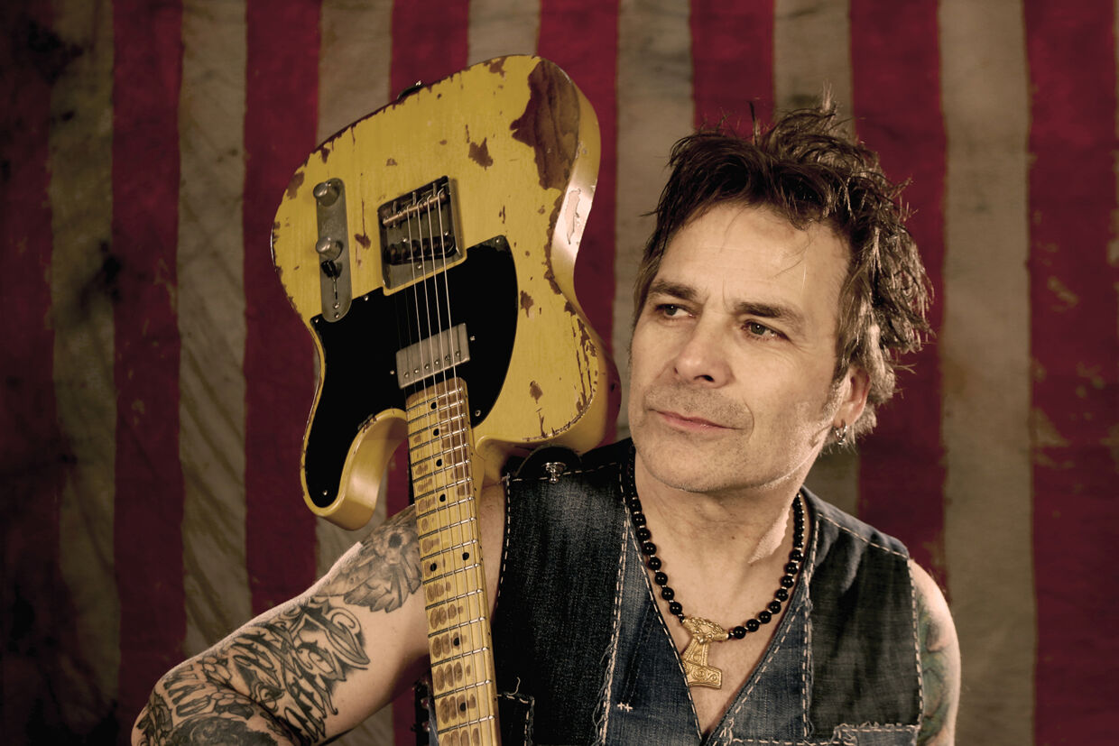 Mike Tramp stiller op med sangen 'Everything Is Alright'.