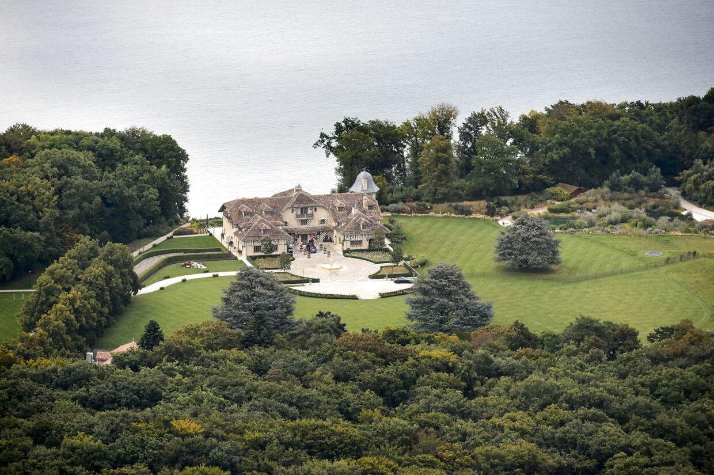 Schumacher-familiens kæmpe palæ i Schweiz. (EPA/LAURENT GILLIERON)