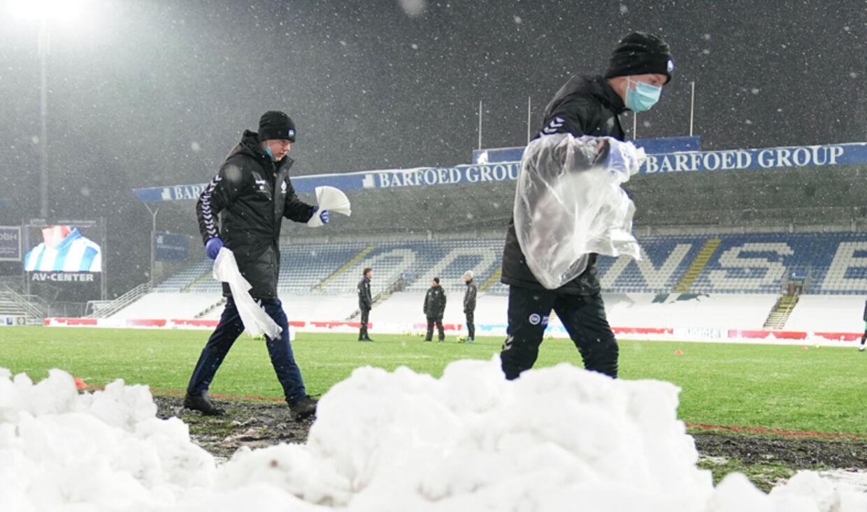 De heftige snedriver på Nature Energy Park inden Superliga-kampen mellem OB og Lyngby i forårspremieren