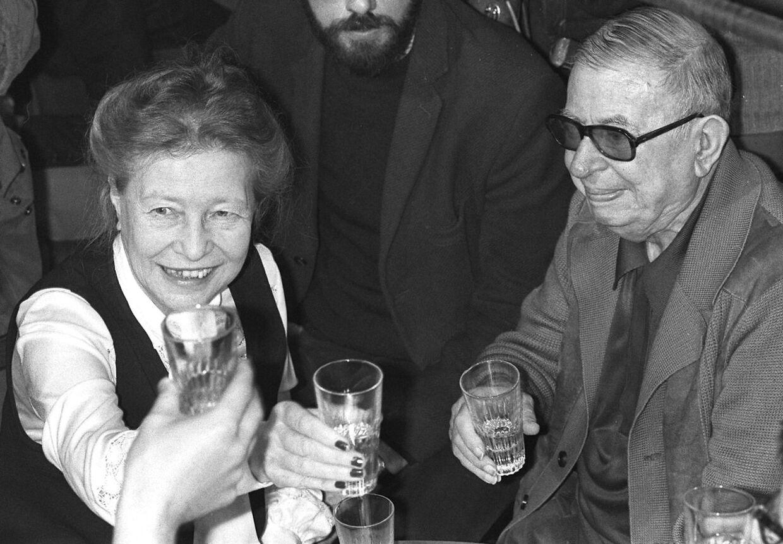 Arkivfoto fra 1977 af Simone de Beauvoir and Jean-Paul Sartre, som samme år var medunderskrivere på en anmodning om at sætte den seksuelle lavalder ned til 13 år.