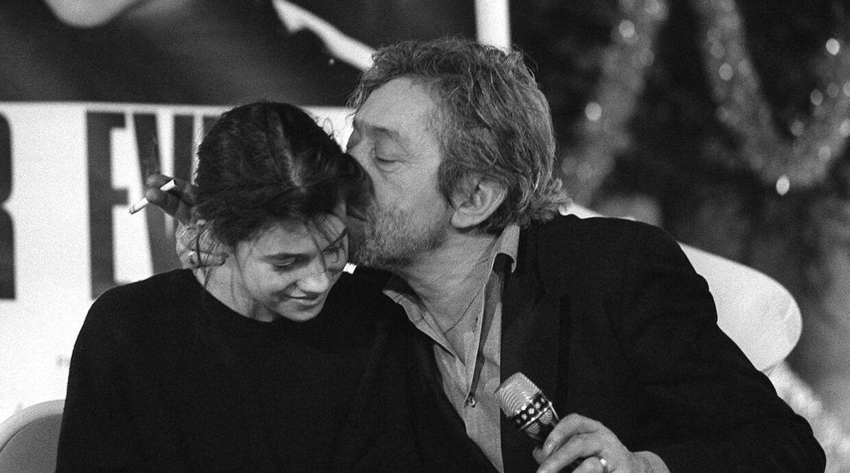 Serge Gainsbourg med datteren Charlotte fotograferet i 1986, året efter, at 'Un zeste de Citron' udkom.