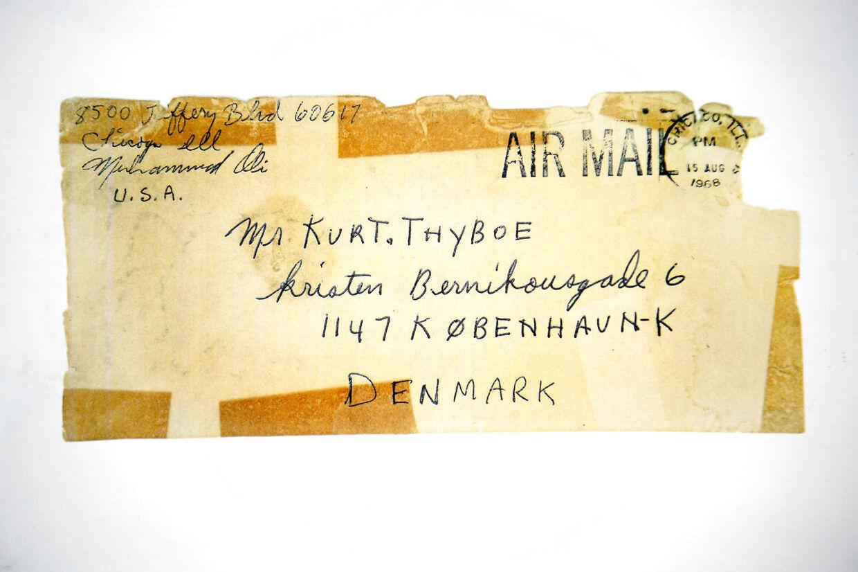 Kurt Thyboe har selv en fortid som journalist på B.T. Her interviewede han den legendariske bokser Muhammad Ali, som han også modtog et brev fra på B.T.s adresse. Her et brev fra 1968 fra den amerikanske stjerne.