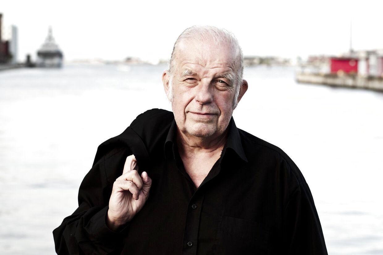 Kurt Thyboe har skrevet adskillige bøger og arbejdet på blandt andet Ekstra Bladet, B.T. og nøgenbladet 'Ugens Rapport.' Han har også været med i underholdningsprogrammet 'Vild med Dans.'