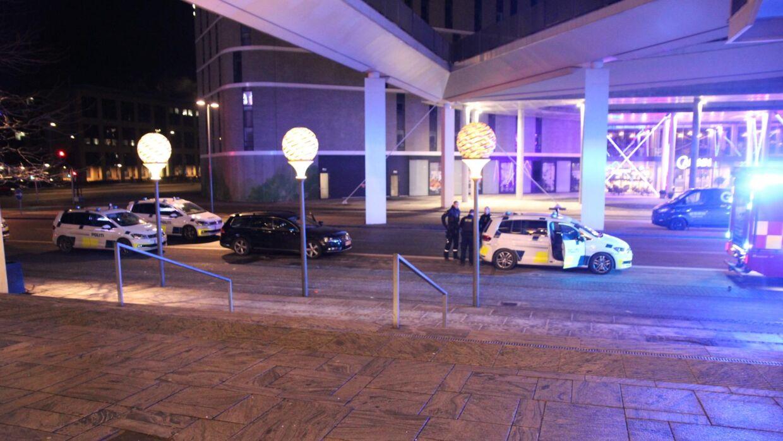 Politiet mødte talstærkt op. (Foto: Presse-fotos.dk)