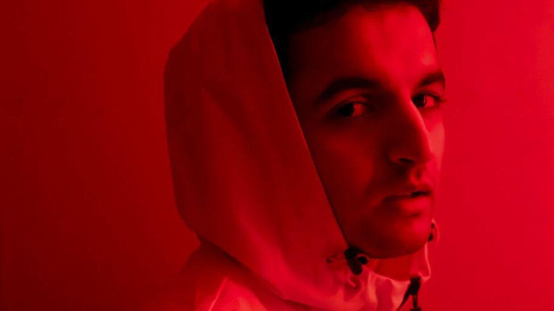 Hasan Shah er en dansk musiker, som for nyligt har signet med Sony Music India. Han droppede ud af arkitektstudiet, og nu satser han benhårdt på musikken.