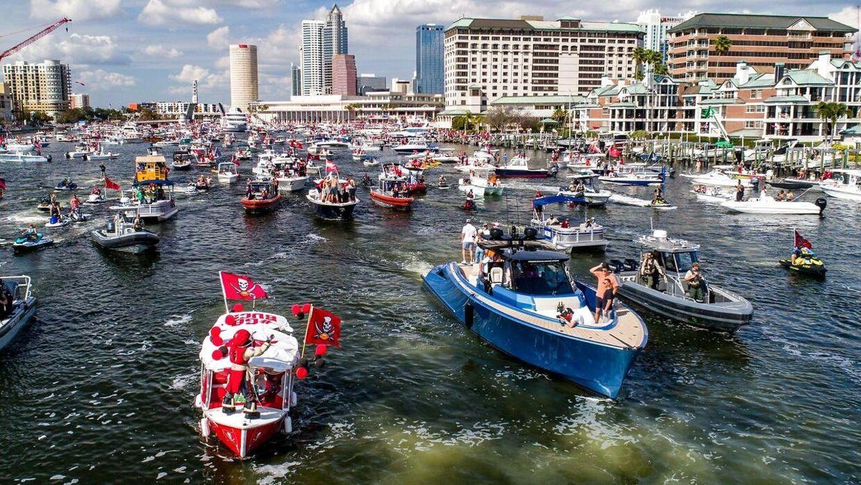 Tampa blev hyldet med en bådparade, hvor spillerne festede igennem.