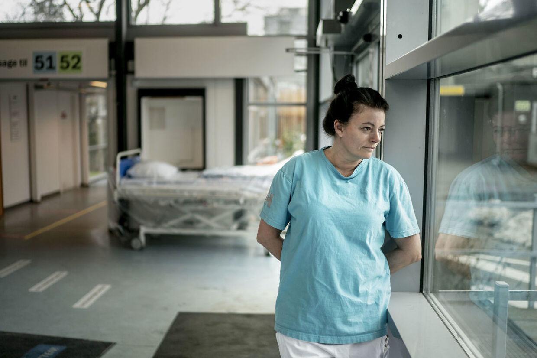 »Jeg har udskrevet en patient, der straks gik hjem og tog en hel masse medicin og kom ind i respirator på intensiv. Det er sådan nogen patienter, vi står med hver dag,« siger Inger Ros