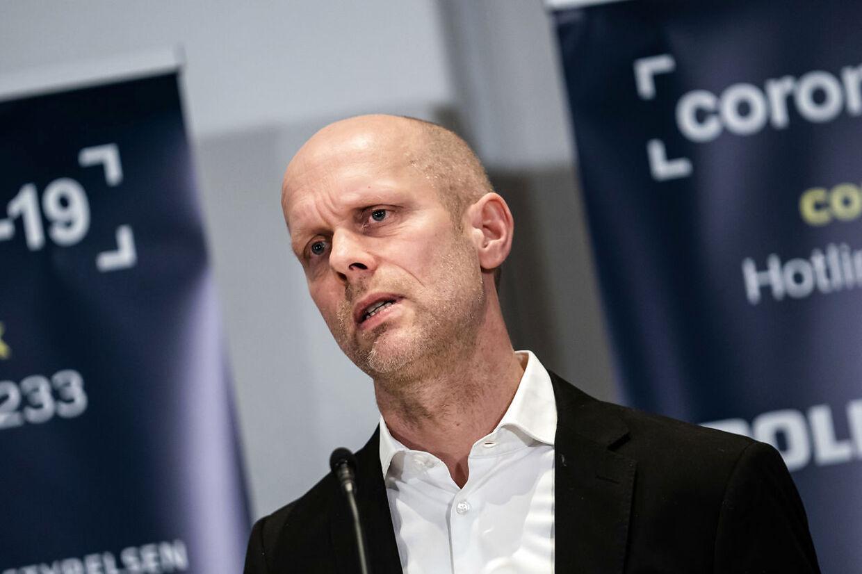 Henrik Ullum fra Statens Serum Institut forklarede 1. februar, at det ville betyde en fordobling af smittetrykket hen mod slutningen af marts, når de små skolebørn vendte tilbage til skolen. To uger efter er der ikke sket en stigning.