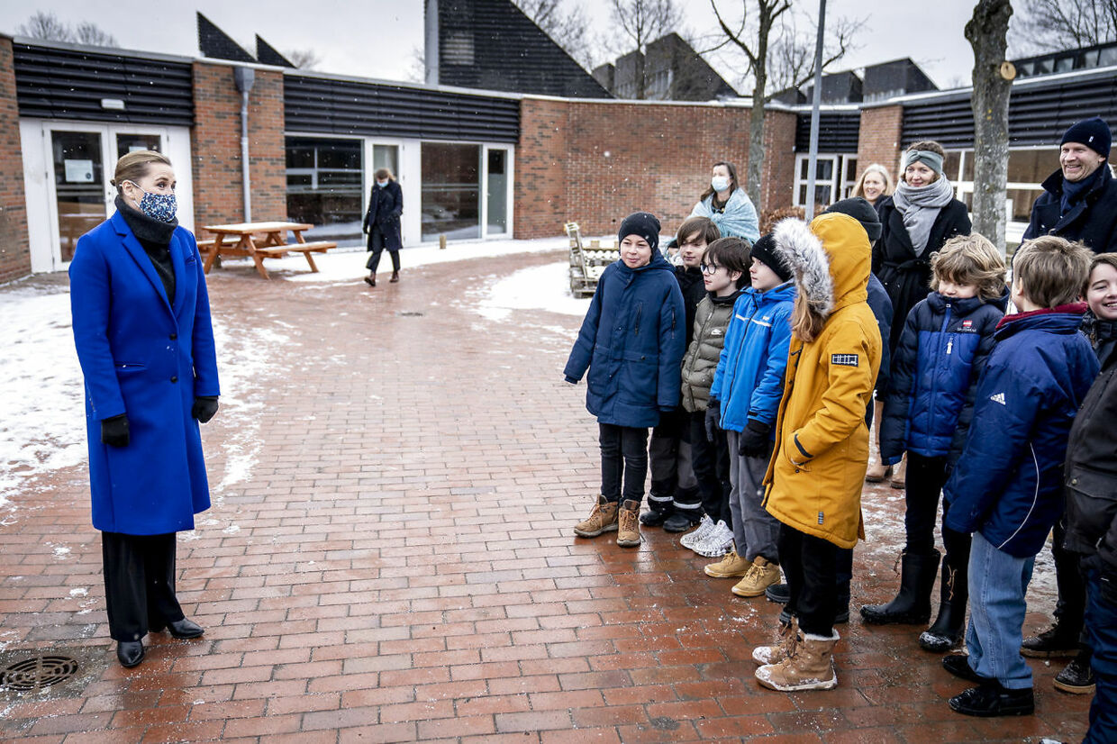 "Pupils at Allerslev Skole in Lejre, on the island of Sealand are welcomed by Prime Minister Mette Frederiksen Monday morning Feb. 8, 2021 after the Corona pandemic lockdown in Denmark. Students from 0th. to 4th. class are back on schools throughout Denmark. Prime Minister Mette Frederiksen said Monday ""Its uncertain when the older students can come to school "".. (Foto: Mads Claus Rasmussen/Ritzau Scanpix)"