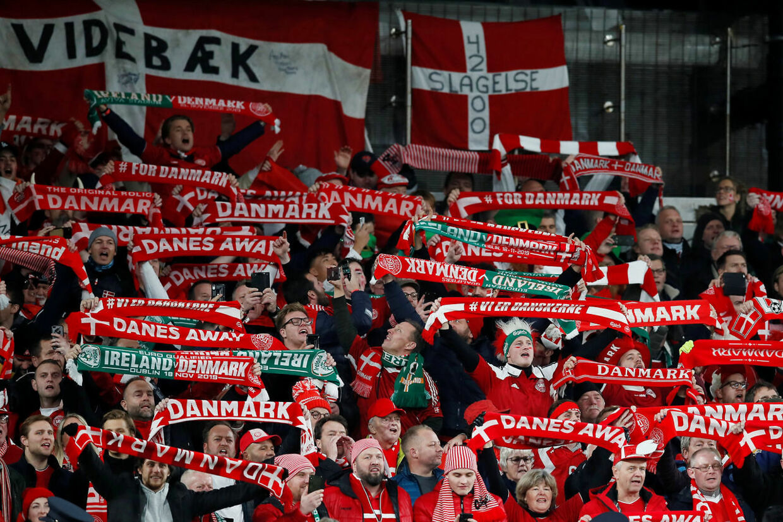 Det er endnu uvist, hvor mange tilskuere der vil kunne overvære Danmarks gruppekampe i Parken, såfremt man holder fast i planen om at have 12 værtslande.