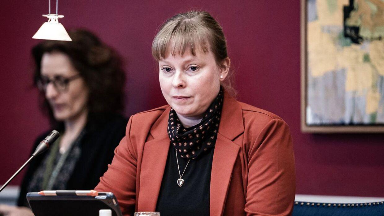 Kulturminister Joy Mogensen (S) var i januar kaldt i samråd om brud på menneskerettigheder i Qatar i forbindelse med forberedelserne til VM-slutrunden i herrefodbold i 2022.