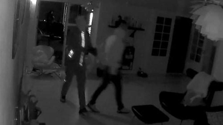 Indbrudstyvene i Peter Kruses hjem filmet på overvågningen.
