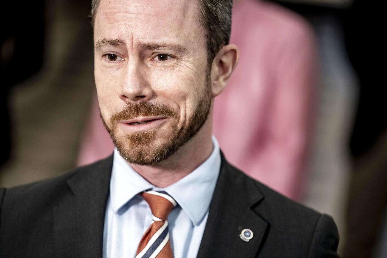 Jakob Ellemann-Jensen (V) under doorstep efter afsluttende forhandlinger om en grøn genstart af Danmark samt første aftale om økonomisk stimuli, aftalen præsenteres på stengangen i Finansministeriet i København, onsdag den 2. december 2020.. (Foto: Mads Claus Rasmussen/Ritzau Scanpix)