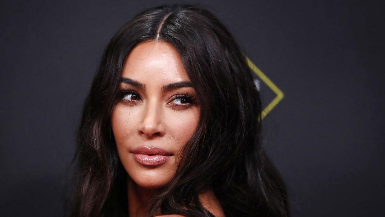 Kim Kardashian forsvarer sin datter.