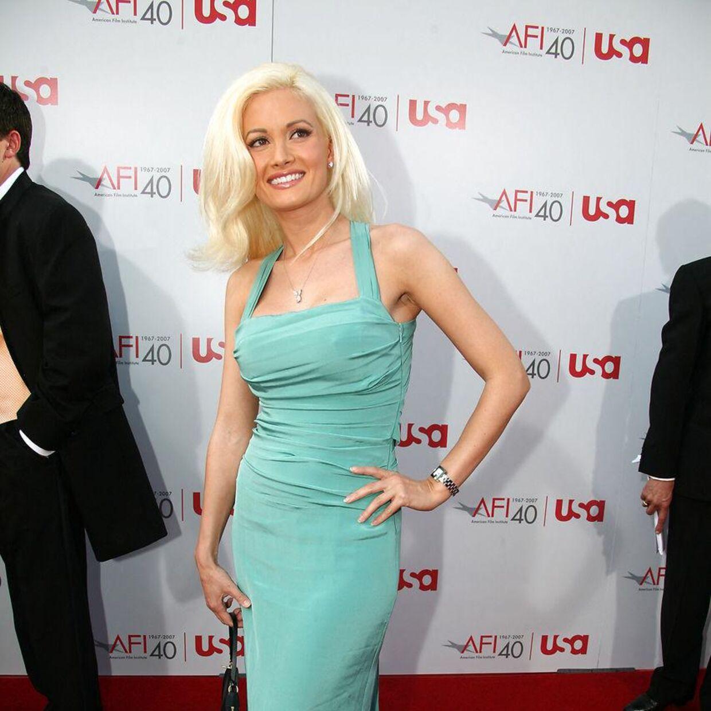 Holly Madison på den røde løber i 2007, hvor hun stadig dannede par med Hefner. Der var i 70erne på det tidspunkt.