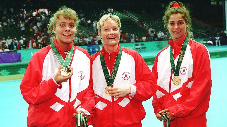 Anja Byrial, Anette Hoffmann og Anne Dorthe Tanderup med guldmedaljerne efter sejren i OL-finalen 1996.