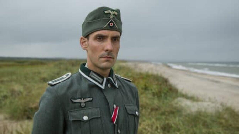 Sergent Kuno Schöndorff spilles af tyskeren Dennis Hermann.