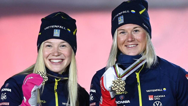 Maja Dahlqvist (til højre) og Jonna Sundling (til venstre) med deres guldmedaljer.