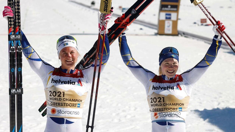 Maja Dahlqvist (til venstre) og Jonna Sundling (til højre) efter VM-sejren