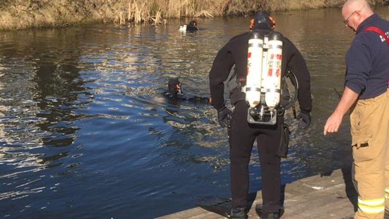 Dykkere leder efter den forsvundne kvinde i området ved Brabrand Sø og Aarhus Å- Foto: Presse-fotos.dk