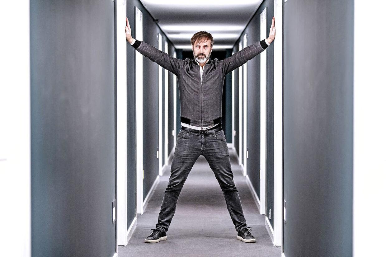 På lørdag er han vært på det danske Melodi Grand Prix, men Martin Brygmann drømmer om selv at være med i sangkunkurrencen.