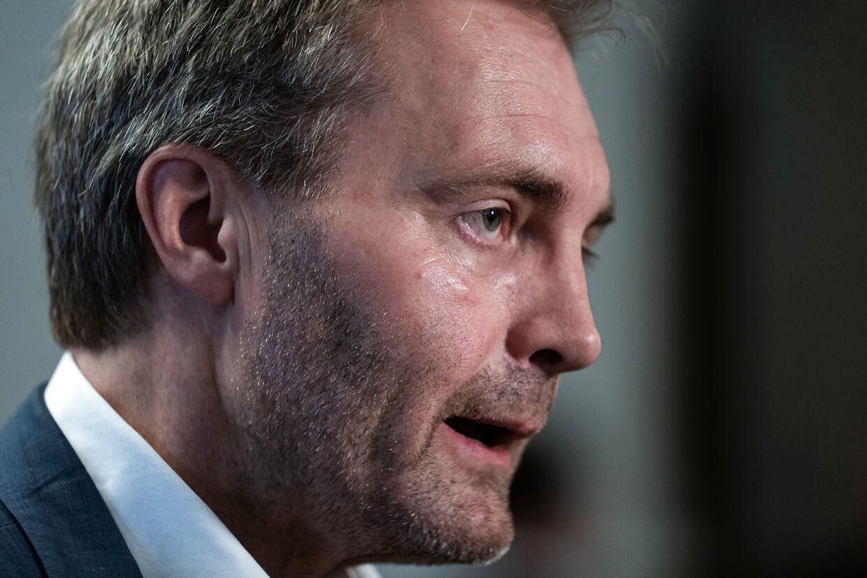 Gruppeformand i Dansk Folkeparti, Peter Skaarup, forstår ikke beslutningen om, at politiet i Nordsjælland ikke længere må få overskydende vacciner. Foto: Emil Helms/Ritzau Scanpix