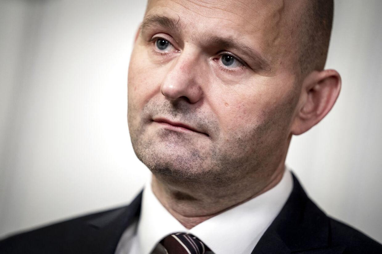 Fødevareminister Mogens Jensen (S) trækker sig og Søren Pape Poulsen (KF) reagerer på nyheden på Christiansborg i København, onsdag den 18. november 2020.. (Foto: Mads Claus Rasmussen/Ritzau Scanpix)