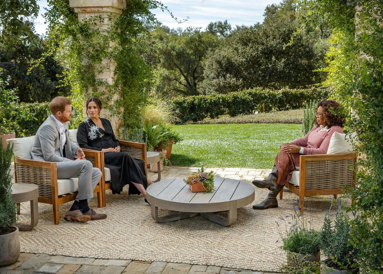 Prins Harry og hertuginde Meghan i den lune sofa hos Oprah Winfrey.