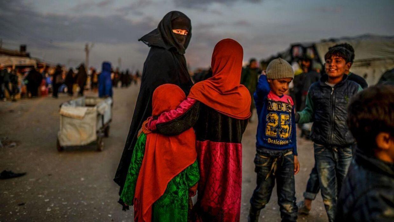 19 danske børn og deres mødre bor lige nu i to fangelejre i Syrien.