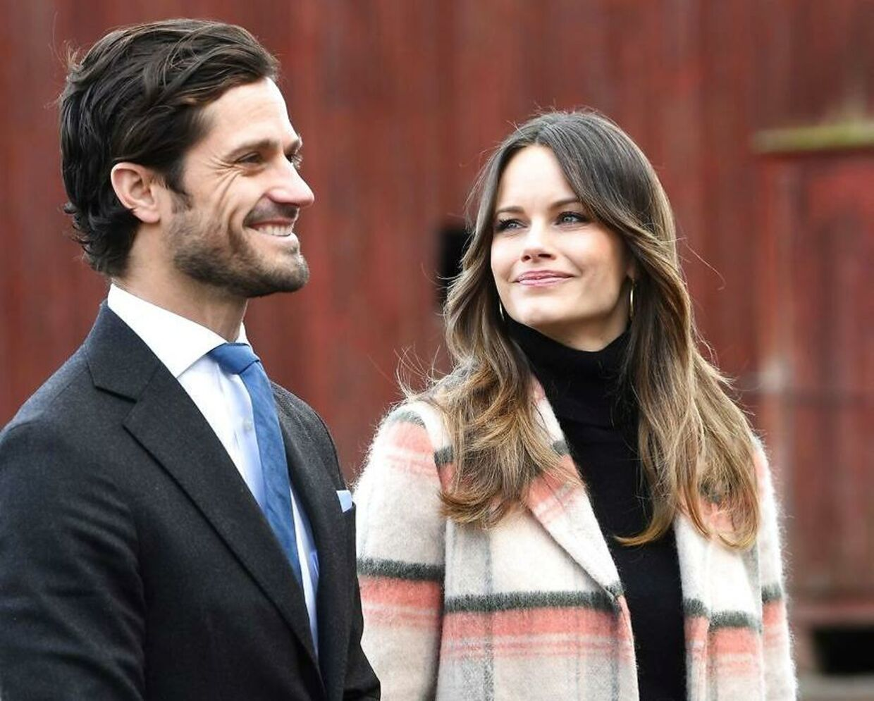 This picture taken on October 28, 2020 shows Prince Carl Philip of Sweden and Princess Sofia of Sweden during a visit of the Kulinarika vineyard in Sunne, Sweden. - Prince Carl Philip and Princess Sofia of Sweden expect their third child while the birth is awaited around the turn of the month March-April in 2021. (Photo by Fredrik SANDBERG / TT News Agency / AFP) / Sweden OUT