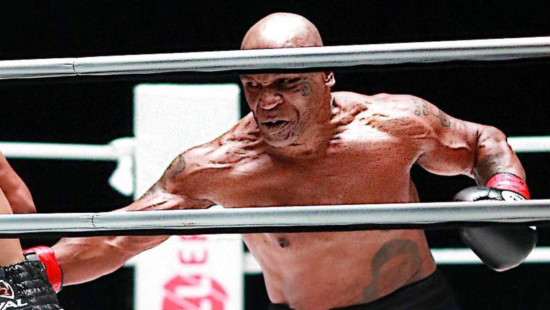 Mike Tyson i kamp mod Roy Jones Jr.