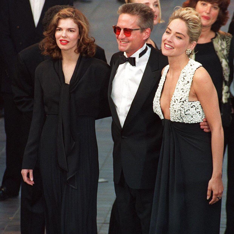 Jeanne tripplehorn, Michael Douglas og Sharon Stone repræsenterer her 'Basic Instinct' til Cannes-festival i 1992.