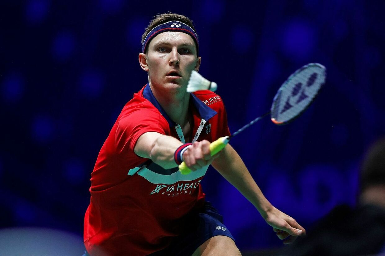 Denmark's Viktor Axelsen plays against Thailand's Sitthikom Thammasin during their men's singles quarter-final match on day three of the All England Open Badminton Championship, at the Utilita Arena in Birmingham, central England, on March 19, 2021. (Photo by Adrian DENNIS / AFP)