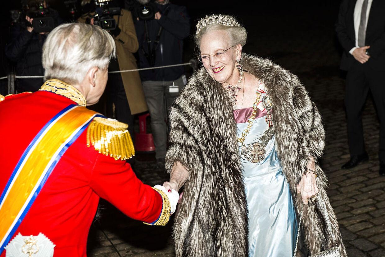 Nytårstaffel på Amalienborg d. 1. januar 2016. Her ses dronning Margrethe og hofmarskal Michael Ehrenreich.