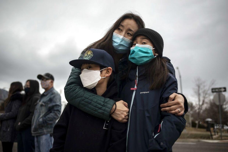 Boulder-indbyggere i sorg.