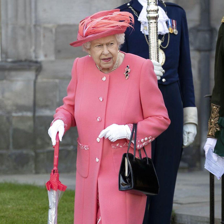 Dronningen afholder årligt en havefest på det skotske slot. Her fotograferet ved det seneste selskab i 2019.