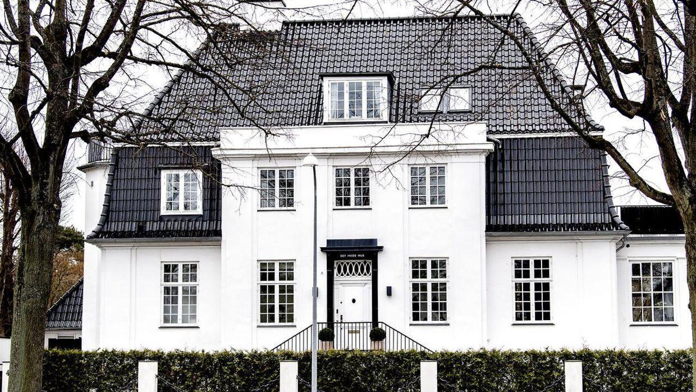 Just Eat-millionæren Jesper Buch bor i dette palæ på Frederiksberg, som han købte i 2016 for 18 millioner kroner. Dengang kaldte han det 'en god handel'.