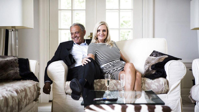 Janni og Karsten Ree bor på Vedbæk Strandvej i Vedbæk. Her ses parret i deres store villa.