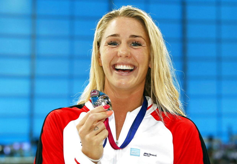Jeanette Ottesen har vundet 53 medaljer i sin karriere. Her står hun med sølvmedaljen i 50 meter Butterfly ved EM i 2016.