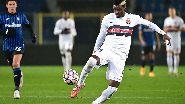 Sory Kaba farver ofte hår, men det skal hans fodboldspil ikke bedømmes på, siger Priske.