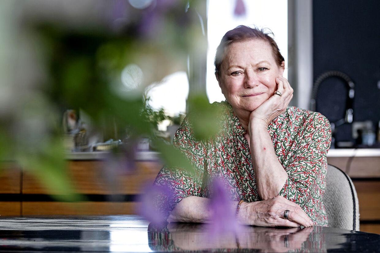 Lisbet Dahl blev lykkelig, da Cirkusrevyen i 1985 tilbød hende jobbet som instruktør.