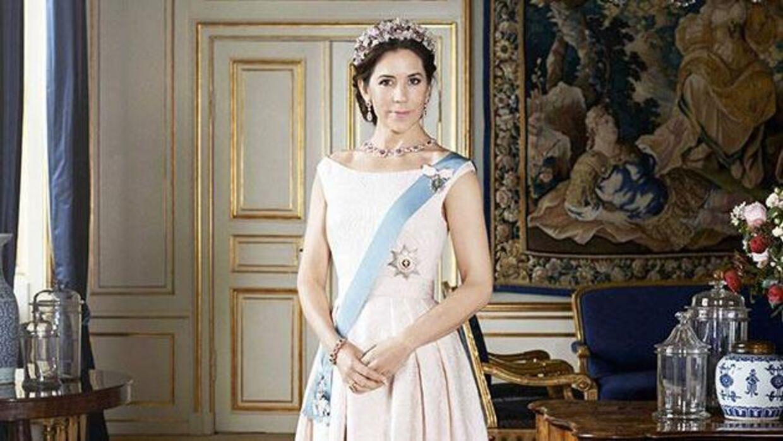 Kronprinsesse Mary i design af Carla Zampatti.