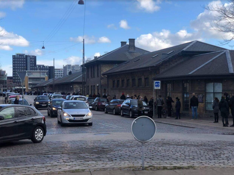 Kø til lyntest på Vesterbro i København 2. påskedag.