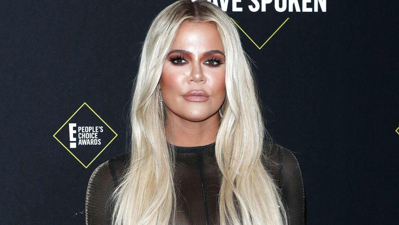 Khloe Kardashian forsøger febrilsk at få slettet et bikini-billede, som bliver delt på sociale medier.