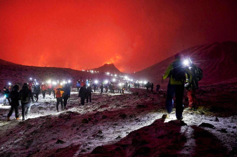 Der er kommet flere end 30.000 turister til den nye vulkan i dalen i Geldingadalur, siden de gik i udbrud den 19. marts.