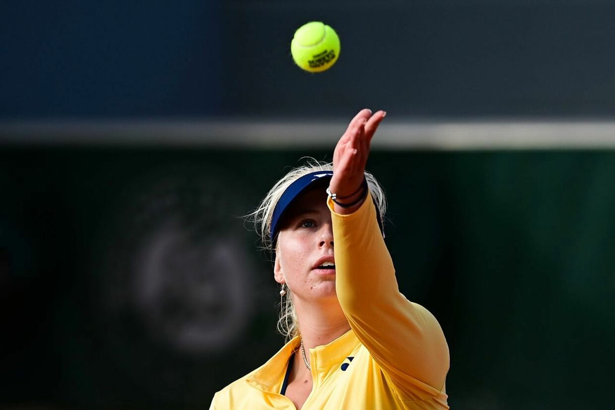 Denmark's Clara Tauson serves the ball to Danielle Collins of the US during their women's singles second round tennis match on Day 5 of The Roland Garros 2020 French Open tennis tournament in Paris on October 1, 2020. (Photo by MARTIN BUREAU / AFP)