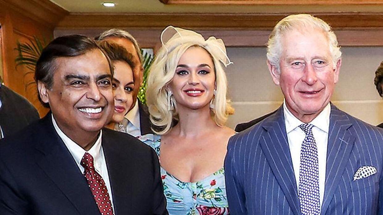 Den indiske forretningsmand Mukesh Ambani er verdens tiende rigeste mand. Her ses han sammen med prins Charles og sangerinden Kate Perry ved et møde på det britisk-asiatiske handelskammer i Mumbai.