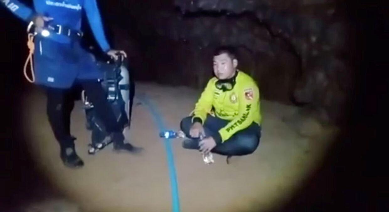 Munken sidder her i hulen og venter på at komme ud.