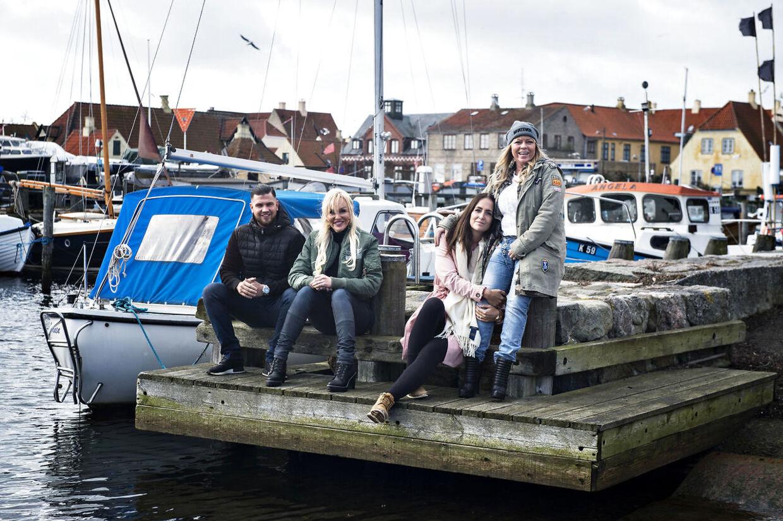 Nu er 19. sæson af 'Familien på Bryggen' klar. Her er familien samlet ved starten af 11. sæson. Foto: Ida Guldbæk Arentsen/Scanpix 2017.